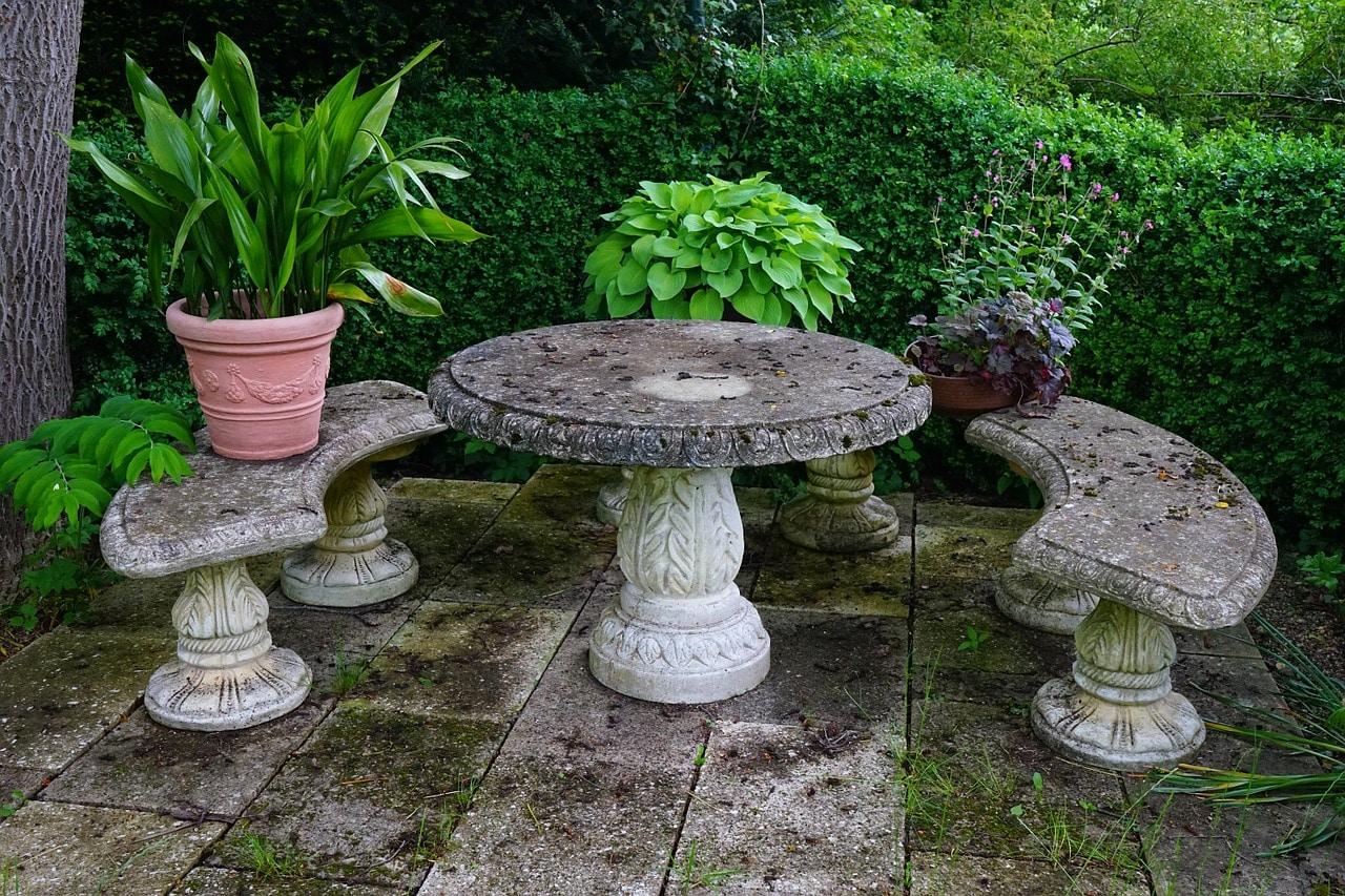 Pourquoi opter pour une table de jardin en Pierre?