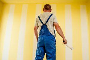 Comment choisir son artisan peintre pour relooker le mur d'une pièce